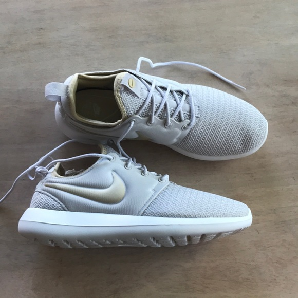 Women's Nike Roshe. Never been worn. Size 8.